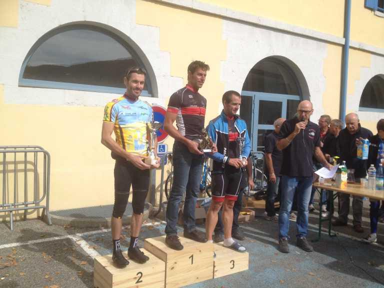 Pierre Badel sur le podium de Cyclo randonneurs saint chamonais
